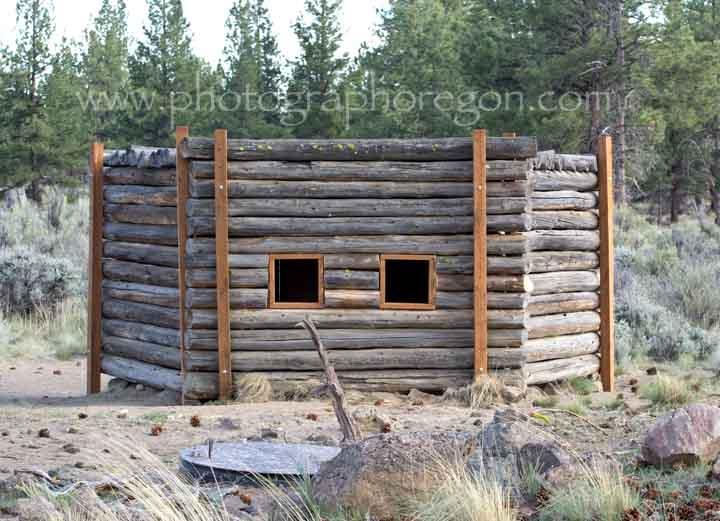 Cabin lake bird blinds - The wood cabin on the rocks ...
