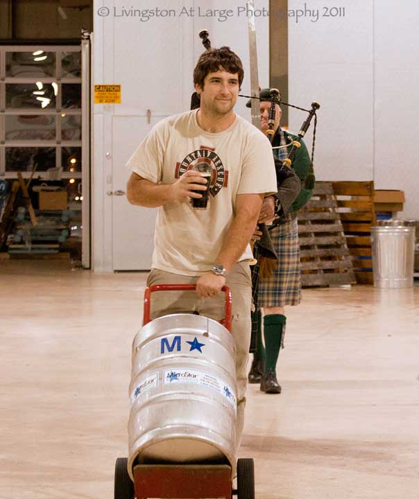 Saint Andrews-piping in the keg